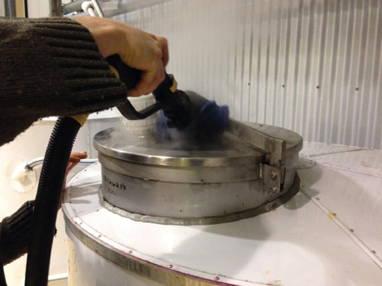 powerful blasts of dry steam vapour used in cleaning wine tanks