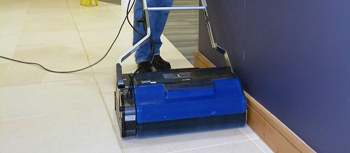 machinery powered by dry steam vapour used for cleaning interiors of tertiary education facilities