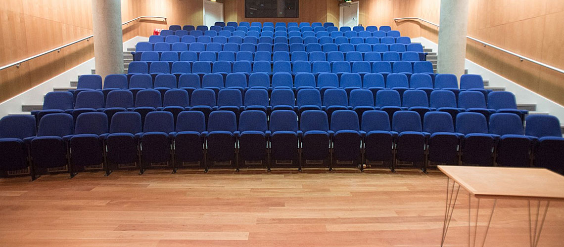 use high temperature dry steam vapour to clean and sanitize auditoriums, lecture rooms and meeting areas