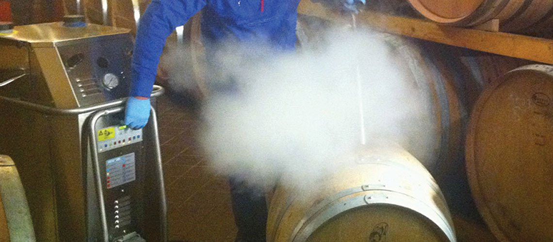 sanitise, detartrate and remove leftover wine from botting lines and barrels, using high temperature, dry steam vapour