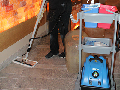 floor cleaning with jetsteam maxi thermoglide system