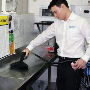 remove debris from chopping boards in kitchens, with dry steam vapour and selected accessories for our machines