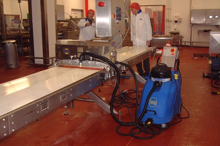 Conveyor belt system cleaning