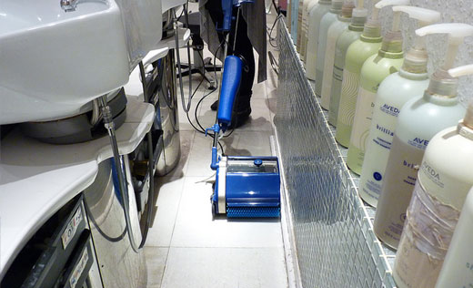 achieve a thorough clean right to the very edge, the design of this domestic tile scrubbing and carpet cleaning machines provides an edge to edge total clean