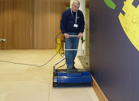 industrial class floor cleaning machine which cleans to the very edge of the job