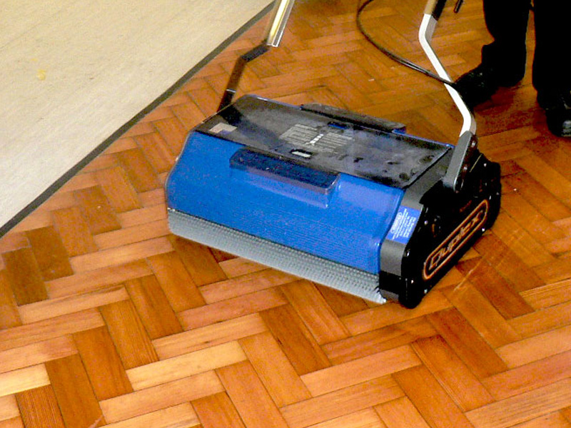 floor scrubber for use in commercial buildings and public venues